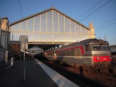 IC NANTES TOULOUSE (marsupilami92) Tags: france train vacances frankreich diesel gare 17 locomotive larochelle tourisme sncf marquise sudouest corail charentemaritime poitoucharentes bb67400