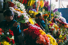 Mercado Central de San Pedro (naloni_jr) Tags: street flowers peru canon market cusco vermelho amarelo mercado 40mm cor flres mercadodesanpedro