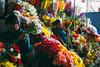 Mercado Central de San Pedro (naloni_jr) Tags: street flowers peru canon market cusco vermelho amarelo mercado 40mm cor flôres mercadodesanpedro