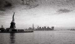 New York, statue de la Libert, 2 (Patrick.Raymond (2M views)) Tags: newyork tmax statuedelalibert expressyourself beautifulphoto concordians nikonflickraward nikonargentique