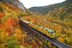 Conway Scenic 163 @ Crawford Notch (CSXT2558) Tags: park scenic whitemountains northconway conway nh newhampshire end gp35 gp382 wileybrooktrestle hartslocation conwayscenic peak leaves train crawfordnotch color fall