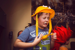 Sneeze (JUANLU LPEZ photography) Tags: disfraz gorro nochevieja chico divertido cara gesto people hat custome funny fun face newyeareve kid boy