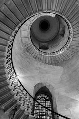 St Paul's spiral staircase (plvision) Tags: london londres stpaul cathedral church cathdrale glise greatfire350 greatfireoflondon night stpaulslater stpaulscathedral architecture spiral spirale stairs escaliers btw blackandwhite noiretblanc monochrome nb colimaon