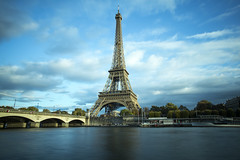 Eiffel Tower (sdwimage) Tags: eiffeltower paris river riverseine bridge winter france quartierdugroscaillouparisiledefrance