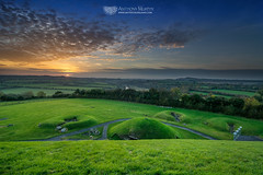 Samhain sunset from the top of Knowth (mythicalireland) Tags: knowth monument passagetomb stoneage neolithic megalithic sun sunset settingsun redsky clouds evening river landscape