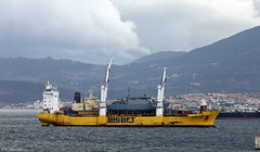Big Lift M/V Happy Rover in the Bay of Gibraltar with Minesweeper Vahterpaa (42) on delivery for the Finnish Navy (Mosh70) Tags: gibraltar biglift happyrover finnishnavy minesweeper vahterpaa42