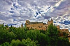 Alcazar de Segovia.- (ancama_99(toni)) Tags: sky españa cloud architecture clouds arquitectura nikon disney cielo segovia alcazar 10favs 10faves 35favs 25favs 35faves 25faves d7000 núbes