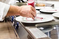 Luca Landi interpreta l'olio (scuolatessieri) Tags: chef stellamichelin privilegio olioextravergine showcooking lucalandi primoevento scuolatessieri fogliaviola