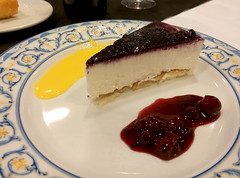 Zaragoza | Palacio la Aljafera | Tarta de queso (moverelbigote) Tags: restaurant la comida restaurante zaragoza eat arabe castillo cafetera comidas palacio musulman aljafera palaciodelaalfajera moverelbigote palaciolaalfajera