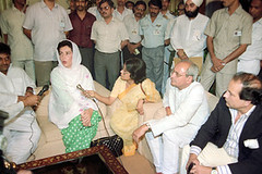 benazir in india talking to newsmen (GlobalCitizen2011) Tags: ladies pakistan india lady dress delhi funeral gandhi leader sind sindh opposition rajiv sindhi larkana benazirbhutto primeministerofpakistan sindhipoliticians