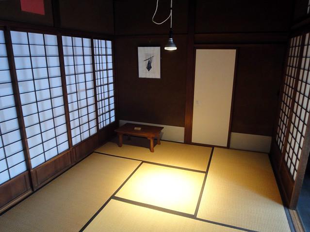 4畳半のコジンマリとした部屋。|吉島家住宅