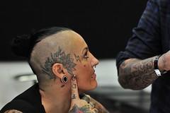 TATTOO.... (rana63...) Tags: tattoo ritratti portrait colori tatuaggi inkiantitattooexpo facce tatuatori poggibonsi expo colors bn aghi lavoro professione mani viso