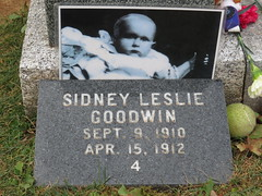 2016-091535D (bubbahop) Tags: 2016 canadatrip halifax novascotia canada titanic grave site fairview lawn cemetery headstones memorial sidney leslie goodwin baby infant