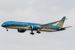 Vietnam Airlines Boeing 787-9 Dreamliner VN-A869 (Mark Harris photography) Tags: spotting yssy sydney canon 5d aircraft plane aviation