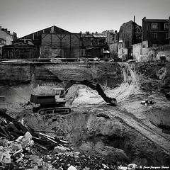 0470 - Paris, 1975 (ikaune) Tags: nb bw noiretblanc blackandwhite ikaune argentic argentique paris monochrome chantier rolleiflex