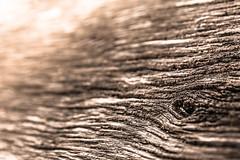 Verschwommene Strukturen (-Der Franke-) Tags: canon eos6d eos 6d ef24105f4l ef 24105 f4 l germany deutschland struktur structure abstrakt abstract holz wood natur nature linien lines depth field dof astloch knothole tiefenschärfe licht light