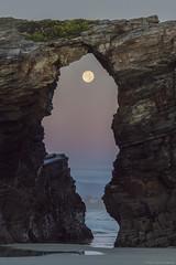 Praia Das Catedrais 5 (pepgass) Tags: luna lluna moon superluna superlluna supermoon posta puesta moonset landscape paisaje paisatge praiadascatedrais platjadelescatedrals playadelascatedrales ribadeo lugo galicia