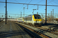 HLE 1349 + IC 2113 (Bruxelles-Midi 13:33 - Arlon 16:29), Ottignies, 04th December 2016 (cfl1969) Tags: hle13 hle1349 sncb d7100 nmbs m4 alstom