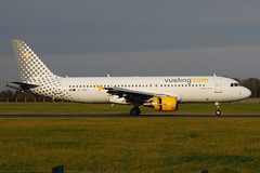 EC-HGZ A320 Vueling Airlines (eigjb) Tags: dublin airport eidw collinstown international jet transport aircraft airplane aviation plane spotting december 2016 airliner echgz airbus a320 vueling airlines iberia
