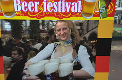 Suus aan het bier