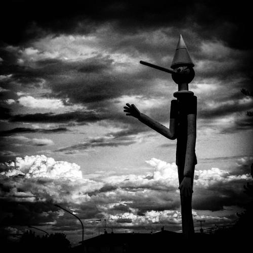 Il cielo su Collodi (PT) #Italia #Italy #Toscana #Tuscany #blackandwhite #Pinocchio