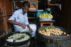 Frying Bonda, Borsad India (AdamCohn) Tags: india man adam streetfood cohn bonda chaat borsad adamcohn wwwadamcohncom