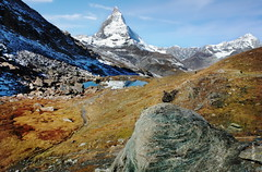 Alpen (welenna) Tags: schnee autumn lake snow mountains landscape switzerland see herbst berge matterhorn riffelsee alpen wasserspiegel