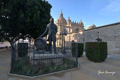 JEREZ ESTATUA GONZALEZ BYASS 01 (Jasena) Tags: monumento jerez gonzalezbyass josearroyo jasena