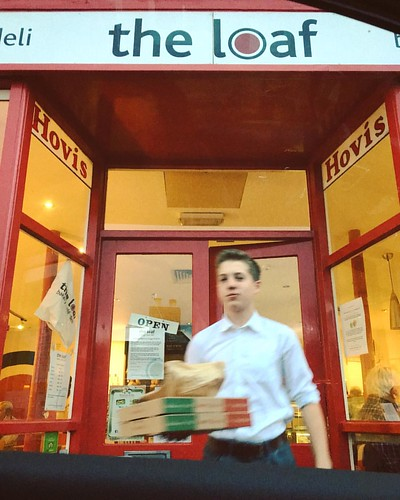 Sneaky drive-by pizza from @theloafltd.