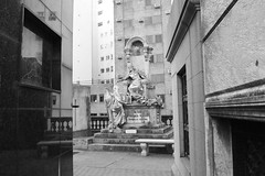 Monumento (carlosamosquera) Tags: recoleta ba argentina nikon mausoleum mausoleo