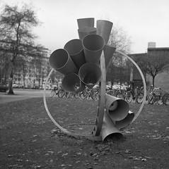Cirkelperiskop (rotabaga) Tags: sverige sweden svartvitt göteborg gothenburg blackandwhite bw bwfp film mediumformat mellanformat 120 6x6 tmax400 r09 lomo lomography lubitel166 twinlens analog cirkelperiskop chalmers