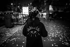 (Jack_from_Paris) Tags: l1010579bw leica m type 240 10770 leicaelmaritm28mmf28asph 11606 dng mode lightroom capture nx2 rangefinder tlmtrique bw noiretblanc noir et blanc monochrom wide angle street rue blouson oeil eye vu night suit soire enfant child