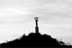 Budapest, Gellérthöjden, Frihetsmonumentet (P-O Alfredsson) Tags: monument statue freedom hungary capital budapest gellért staty ungern frihet huvudstad