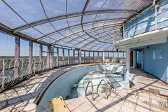 Gabes Tower - Pool (AP Imagery) Tags: usa abandoned pool hotel inn view decay kentucky ky empty owensboro glassceiling urbanexploring gabes urbex gabestower daviess