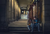 Comunicacion cotidiana (RobertoGomezFotografia) Tags: madrid plaza people españa man girl 50mm mujer spain nikon girlfriend gente mayor pareja movil personas hombre select comunicacion solos adiction adiccion 50mmnikon d800e