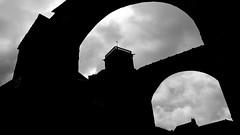 Vzelay_2016_20x35-6 (Michel Leclercq) Tags: ombres lignes formes noir blanc lumire contraste vzelay silhouette michelleclercq arcenciel basiliquesaintemariemadeleine basilique