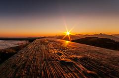 Wrinkles (DaOpfer) Tags: wood orange sun yellow fog sunrise dark landscape nebel pentax brett gelb holz landschaft sonne sonnenaufgang planks wrinkle sunbeam hirschberg k7 wallberg wendelstein falten kreuth sigmaaf1020mm4056exdc