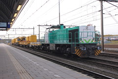 D-loc 1275 634-4(Amersfoort 25-10-2015) (Ronnie Venhorst) Tags: road railroad netherlands sport train canon eos diesel outdoor g eisenbahn rail railway zug bahnhof trains cargo railwaystation vehicle 1200 locomotive mm nl rts bahn mak trein spoor amersfoort bv 1100 spoorwegen 1275 spoorweg 634 krc 2015 diesellok 1206 1435 dloc 6344 dieseltrein dieselloc goederentrein vossloh 1100d materieel g1206 kirow swietelsky dlok spoorkraan bbdh dieselmaterieel eos1100d spoormaterieel eos1100