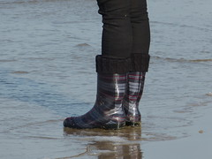 Testing for waterproof (willi2qwert) Tags: beach water girl strand women wasser wave wellies watt rubberboots gummistiefel wellingtons gumboots rainboots regenstiefel