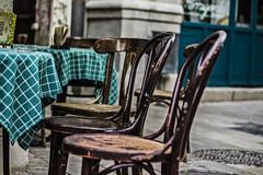 Disponibles (Ignacio M. Jimnez) Tags: sillas chairs verde green granada andalucia andalusia espaa spain plazapescaderia ignaciomjimnez mpt507 matchpointwinner