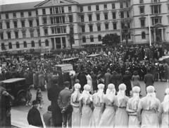 147; Royal Visit, crowds gathered to welcome Prince of Wales, Lambton Quay - 1920 (Wellington City Council) Tags: wellington historicwellington 1800s 1900s 1950s