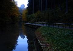 Still ruht der See (isajachevalier) Tags: amselsee rathen elbsandsteingebirge schsischeschweiz natur landschaft abend abendstimmung sachsen panasonicdmcfz150