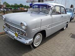 Seitenstreifentaunus (Schwanzus_Longus) Tags: nordenham german germany old classic vintage car vehicle ford cologne koln kln taunus 12m baroque fahrzeug auto outdoor linien