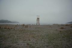 Día de playa (Testigo Indirecto) Tags: beachday díadeplaya foggy fog beach sea seascape one alone quiet cold empty emptyspace vacio sadness lonely soledad introspección chair watchmen