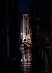 Réflections nocturnes (Alexandre DAGAN) Tags: italie venise nuit night venezia italia voyage panasoniclx100 panasonic lx100 dmclx100 couleur colors colours