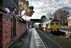 Plumley Rubbish (whosoever2) Tags: freightliner class66 66529 plumley cheshire 6j34 train railway railroad station bridge nikon d7100 december 2016 england unitedkingdom uk gb greatbritain