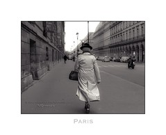 Paris n92 - Woman In Trench Coat (Nico Geerlings) Tags: paris parijs france streetphotography ruederivoli louvre museedulouvre museum trenchcoat woman parisienne ngimages nicogeerlings nicogeerlingsphotography leicammonochrom 50mm summilux