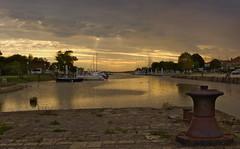 la fin du jour en Gironde (corinnecessac) Tags: mer port soleil bateau soir couchersoleil gironde
