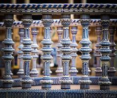Fixer aux carreaux (ju.labs) Tags: espagne spain sville focus bleu blue blanc white carrelage canon canon700d wow finegold colors couleurs 55250