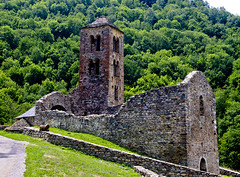 Saqueig miquelet / Victim of the war (SBA73) Tags: france church ruins roman iglesia kirche frança belltower chiesa burnt ruinas oc romanesque francia destroyed ariege eglise pyrenees romanic campanario romanico absis pirineos pirineus ruines occitane campanar apse mérens napoleonicwars romanica església occitania llombard apses guerradelfrancès merenslesvals merenç